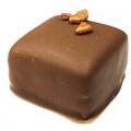Marsepein praline met melkchocolade